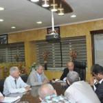 محافظ أسوان خلال اجتماعه مع المكتب الاستشارى