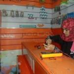 أول فتاة تعمل بصيانة الهواتف المحمولة في أسوان