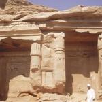 اكتشاف ثلاث لوحات فرعونية منقوشة منذ نحو 4000 عام في أسوان